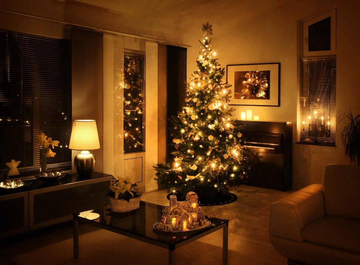 living room Christmas setting