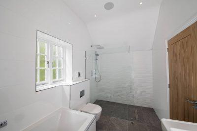 large bathroom image